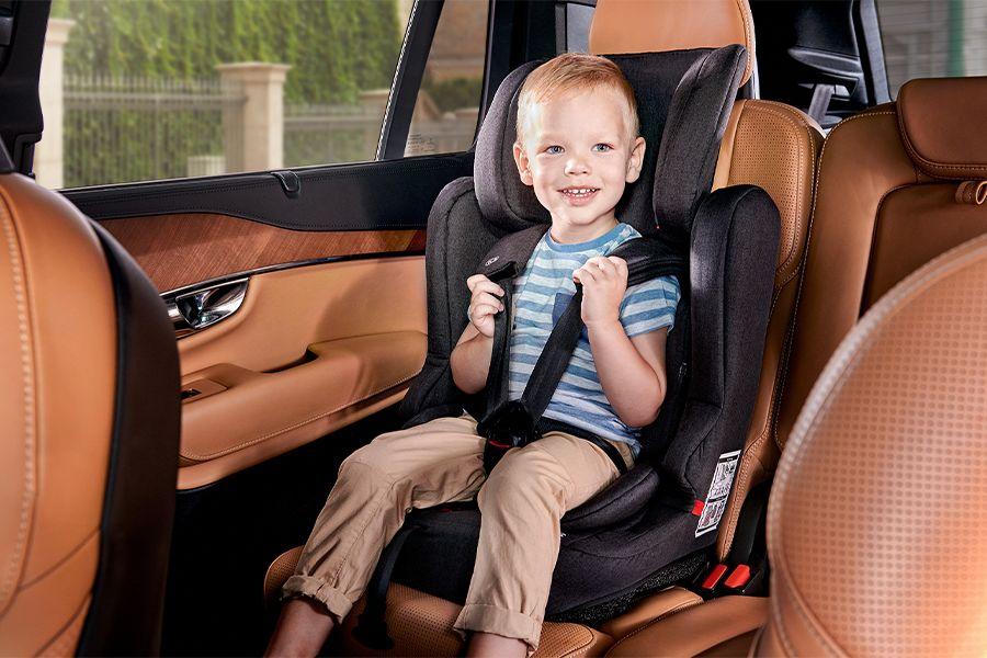 Zwarte autostoel met Isofix systeem