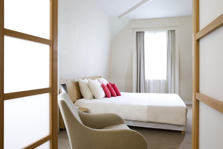 4 etoiles paris hotel mystere 2 jours pour d couvrir paris s jour dans un h tel 4 toiles. Black Bedroom Furniture Sets. Home Design Ideas