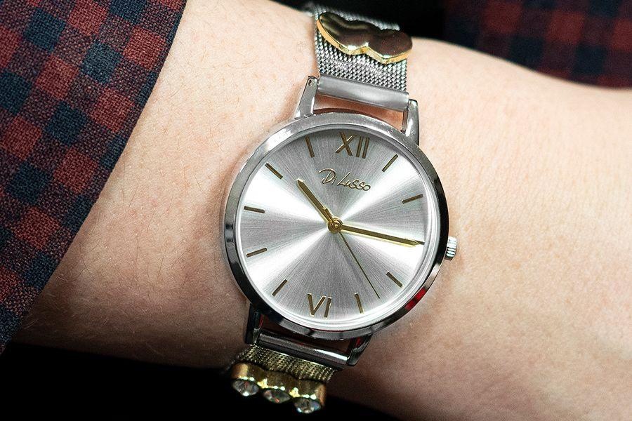 Zilverkleurig horloge met goudkleurige studs