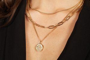 Cadeautip! 3-dubbele ketting met muntje van Laura Ferini