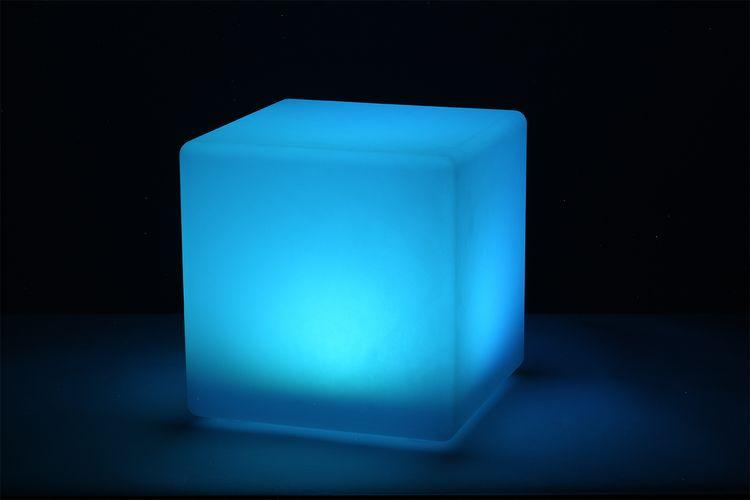 Solar led-kubus lamp van Hyundai met 15 kleuren (30 cm)