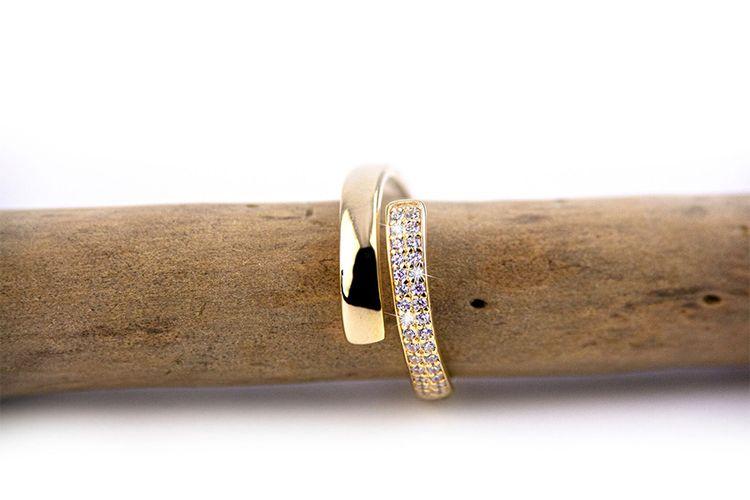 Goldplated verstelbare ring met zirkonia's van Di Lusso