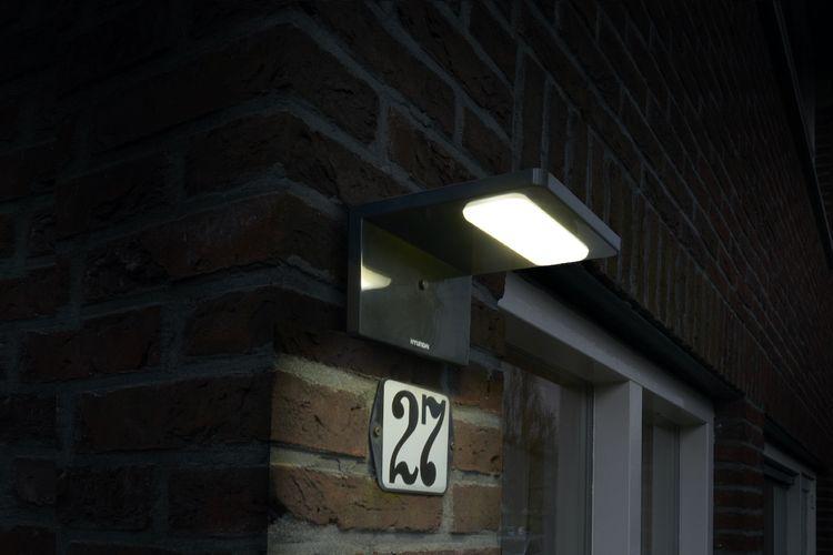 Moderne hoek wandlamp op zonne-energie van Hyundai