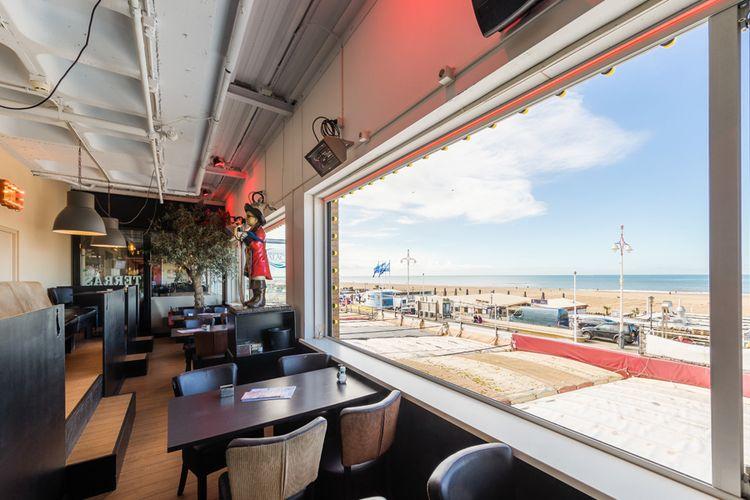 Ontbijten aan het strand in Scheveningen (2 p.)