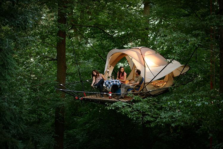 tree tents enchere unique passez une nuit dans les arbres au parc animalier de han vavabid. Black Bedroom Furniture Sets. Home Design Ideas