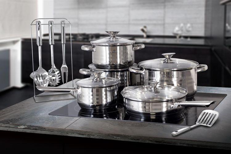 Pannenset en keukenhulpjes van Blaumann (17-delig)