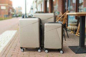 3 valises couleur champagne avec serrure à combinaison