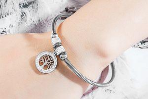 Bracelet avec breloque arbre de vie