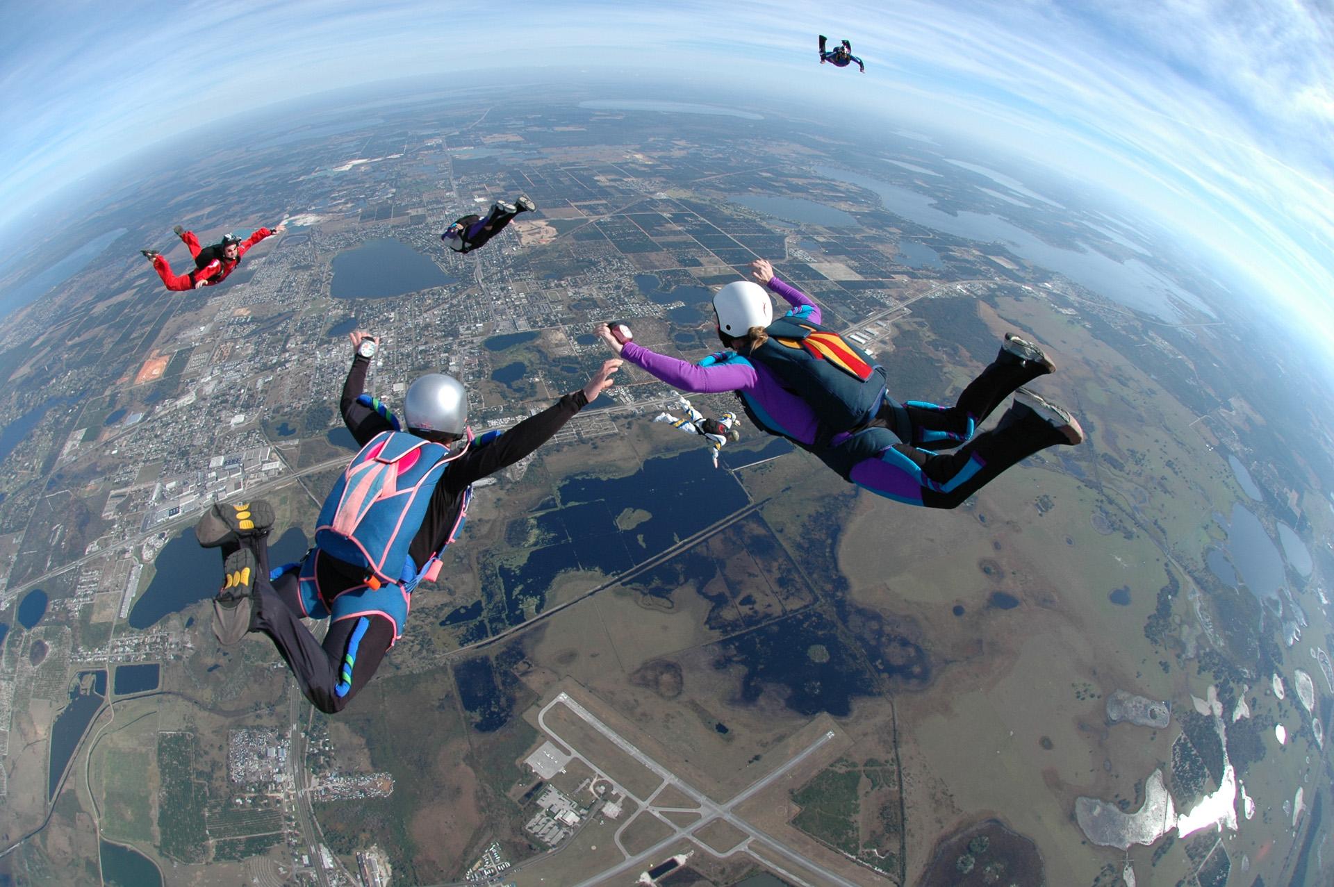 Dagje weg met vriend parachutespringen
