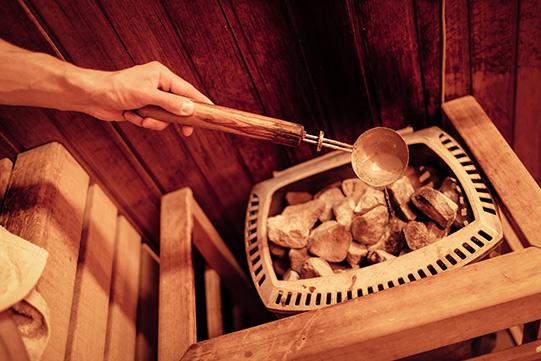 Finse-sauna-opgieten-VakantieVeilingen