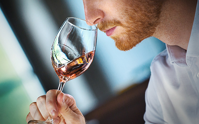 Uitje in coronatijd: wijnproeverij voor thuis