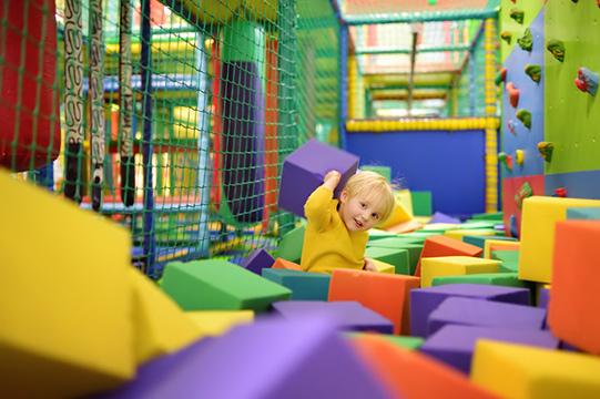 binnenspeeltuin indoor overdekt kinderen vakantieveilingen
