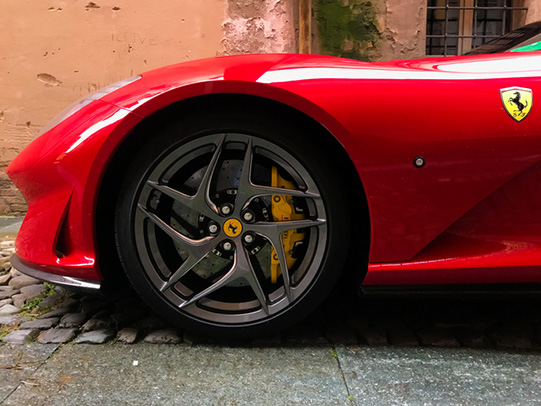 Ferrari rijden huren cadeau vakantieveilingen